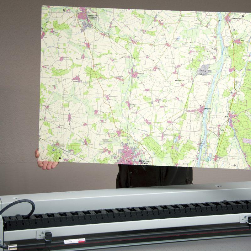 Kartendruck auf Tafel