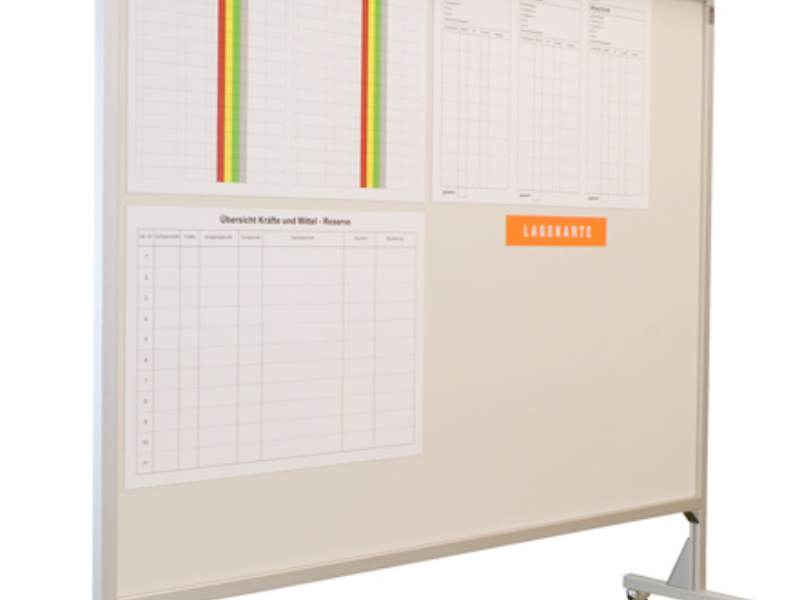 Fahrbare Tafel starr miit Planungsfolienrollos