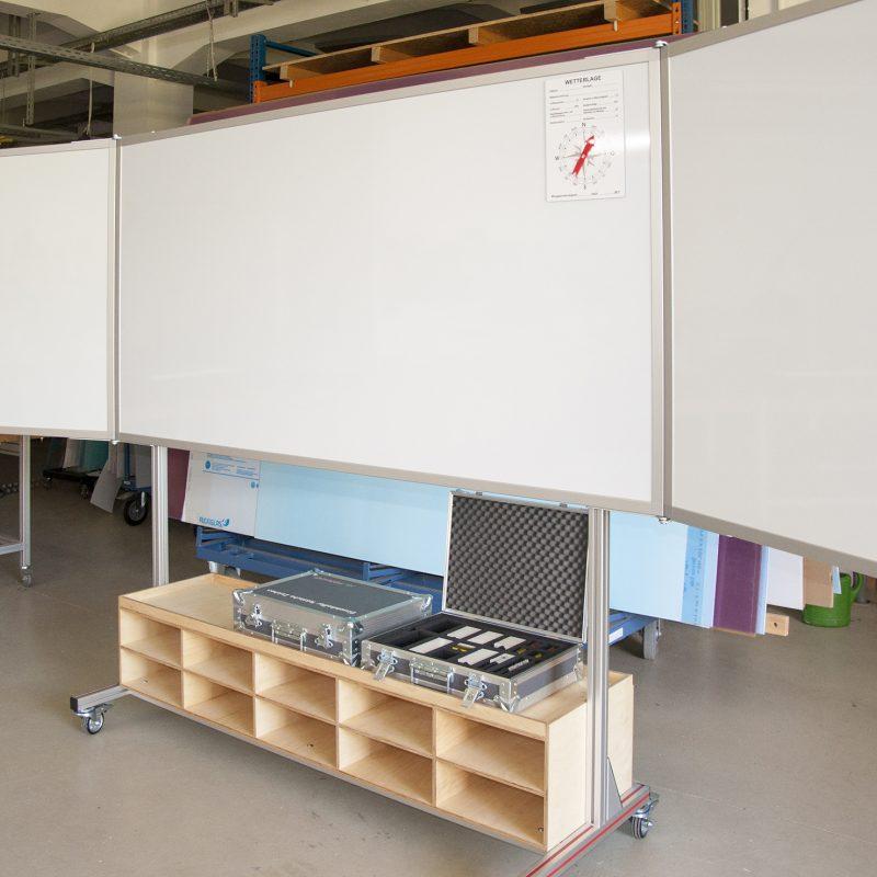 Feuerwehr Mannheim - fahrbare Tafel 4.000 x 1.000 mm mit Regalablage