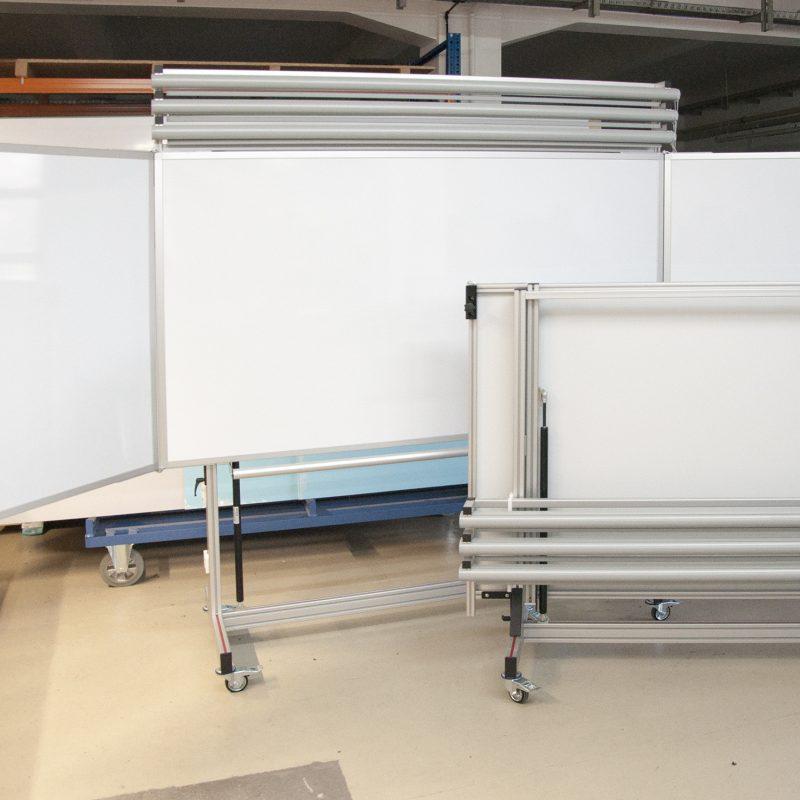 Staatliche Feuerwehrschule Geretsried - farhrbare Klapptafeln 4.000 x 1.200 mm, höhenverstellbar mittels Gasdruckfedern, Planungsfolienrollos, Halterung abnehmbar