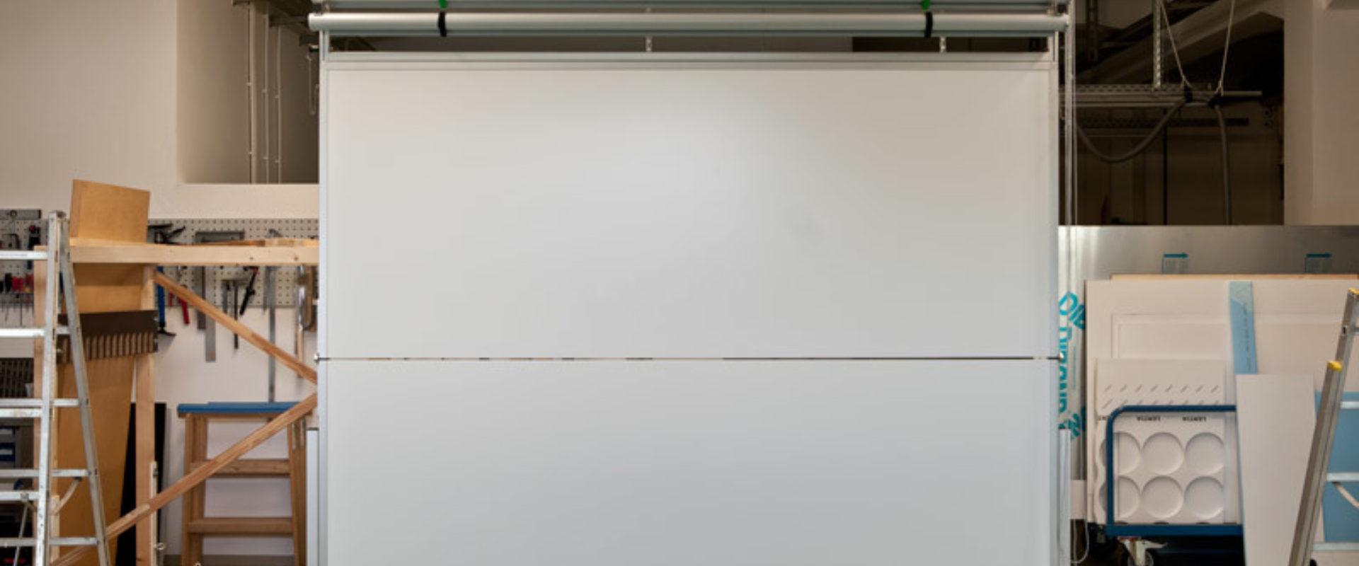 Horizontal klappbare Tafel mit Planungsfolienrollos