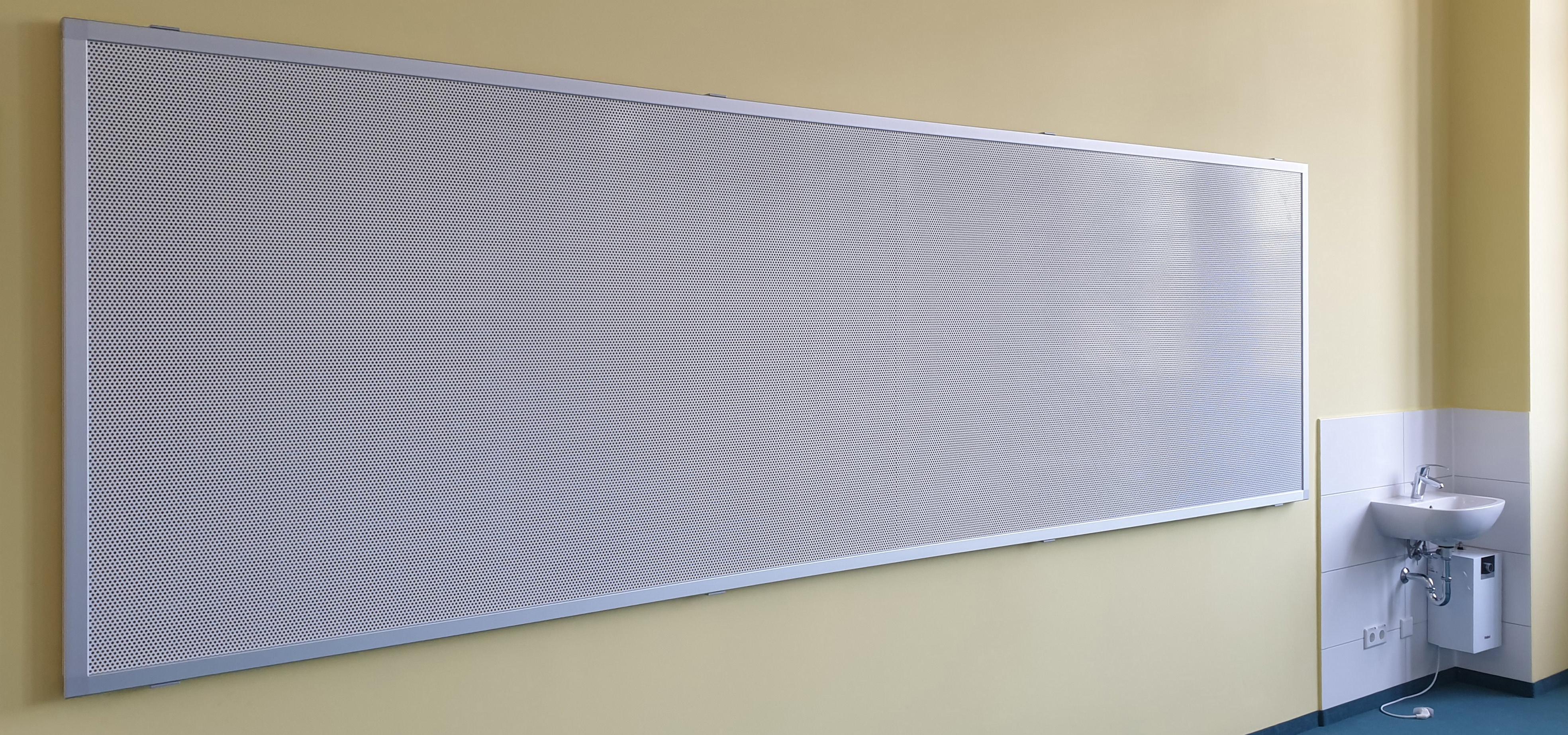 Tafel mit Kork und Lochblech magnethaftend, Format ca. 4.000 x 1.290 mm - Parkschule Zittau