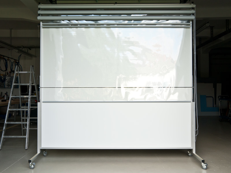 Fahrbare Tafel, horizontal klappbar mit Planungsfolienrollos