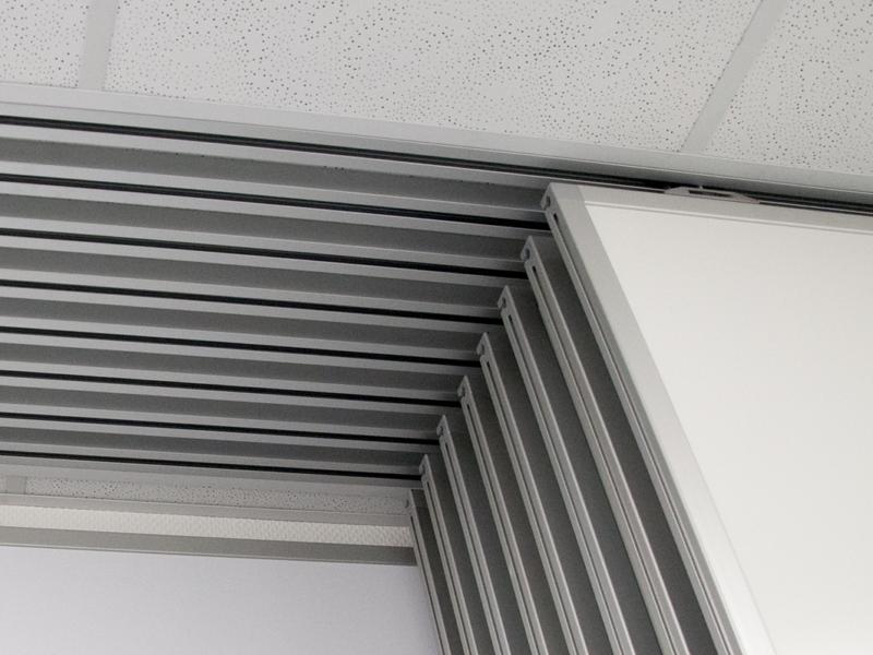 Führungsschienen in Decke eingelassen, Schiebetafelanlage Currenta GmbH & Co. OHG, Dormagen