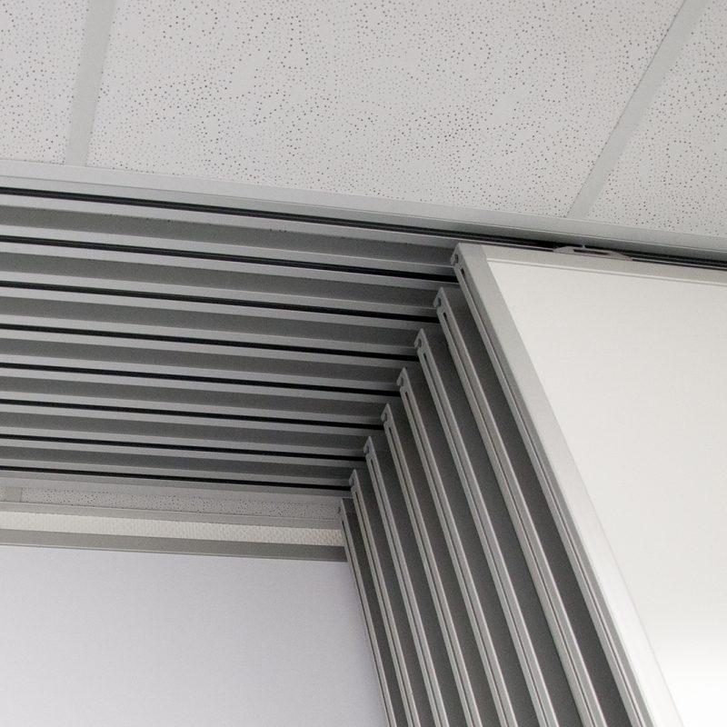 Currenta GmbH & Co. OHG, Dormagen - Schiebetafelanlage, Führungsschienen in Decke eingelassen