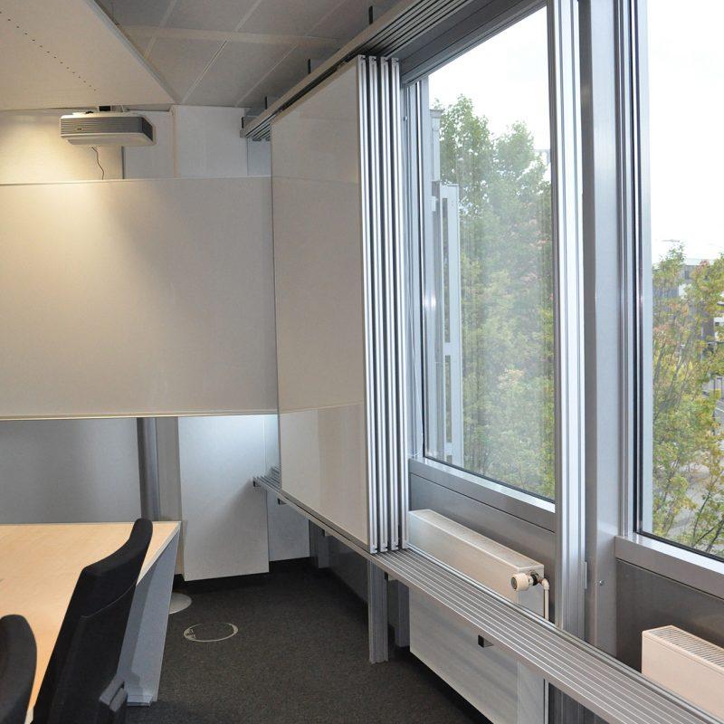 DB Netz AG, Netzleitzentrale Frankfurt am Main - Schiebetafelanlage freistehend vor Fenstern
