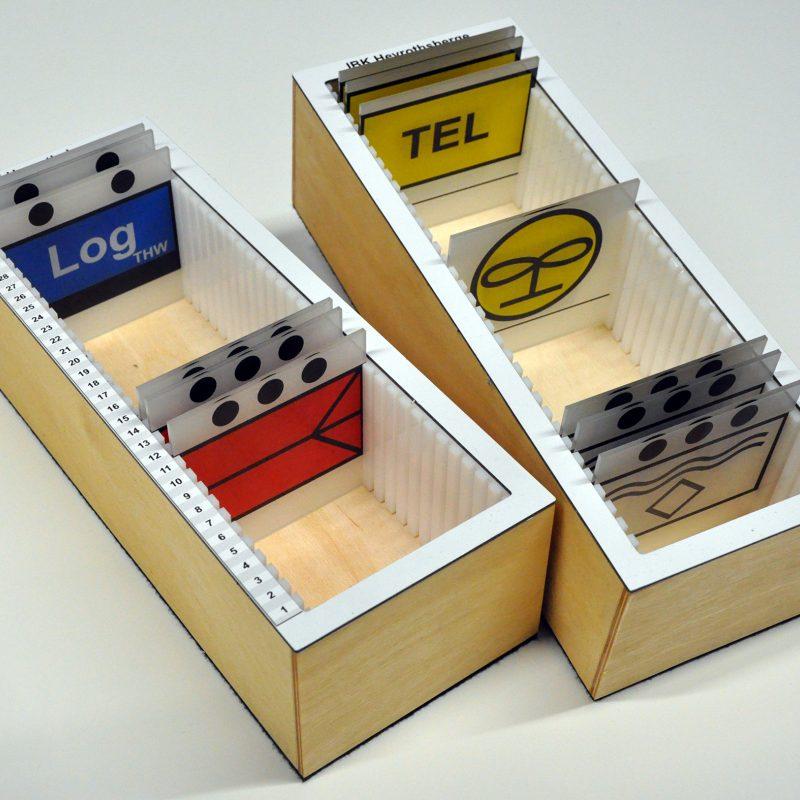 Taktische Zeichen Acrylglas mit Kippfunktion - Magazin für übersichtliche Lagerung