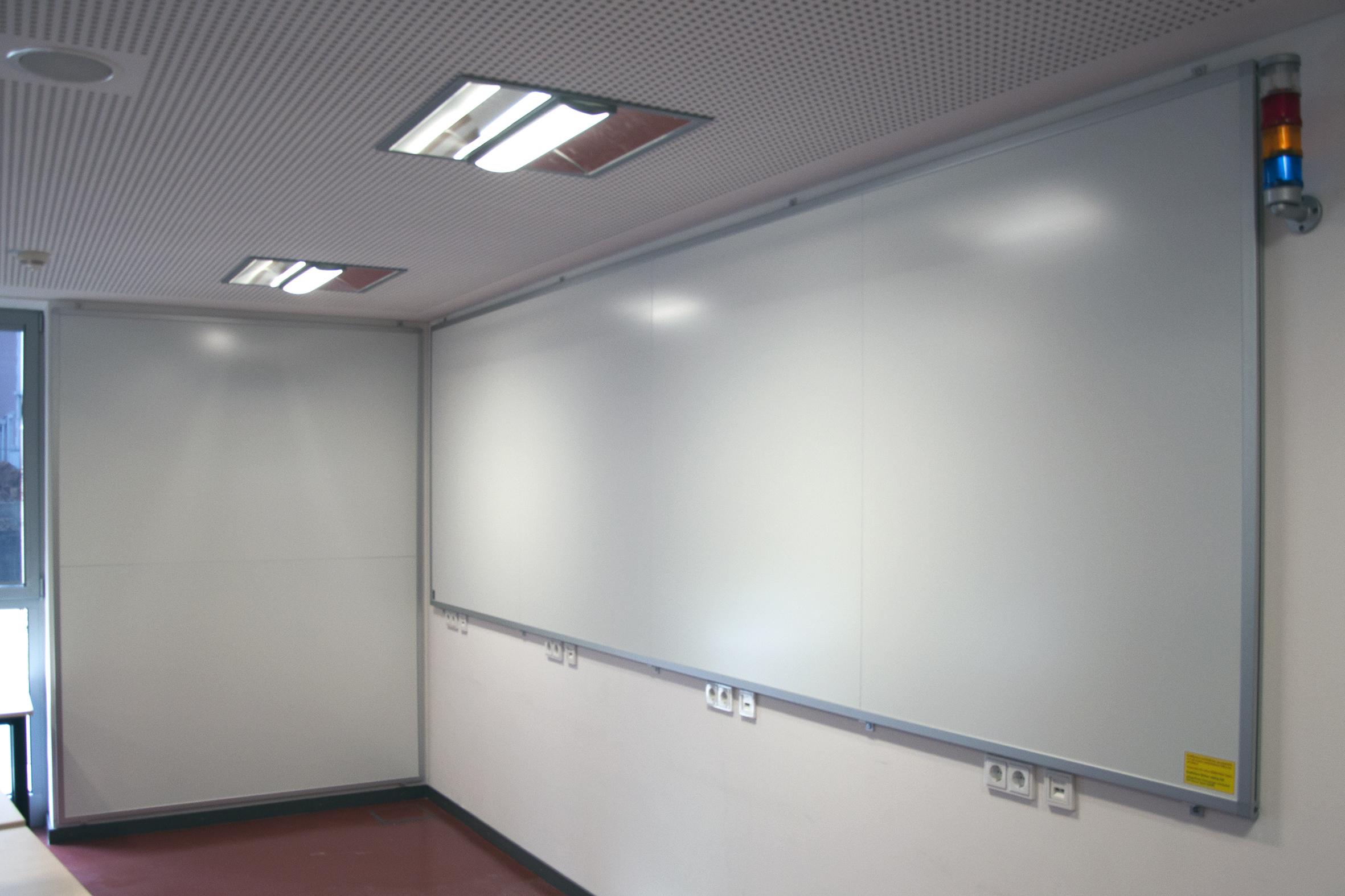 2 Wandtafeln, Größe angepasst an die vorhandenen Platzverhältnisse