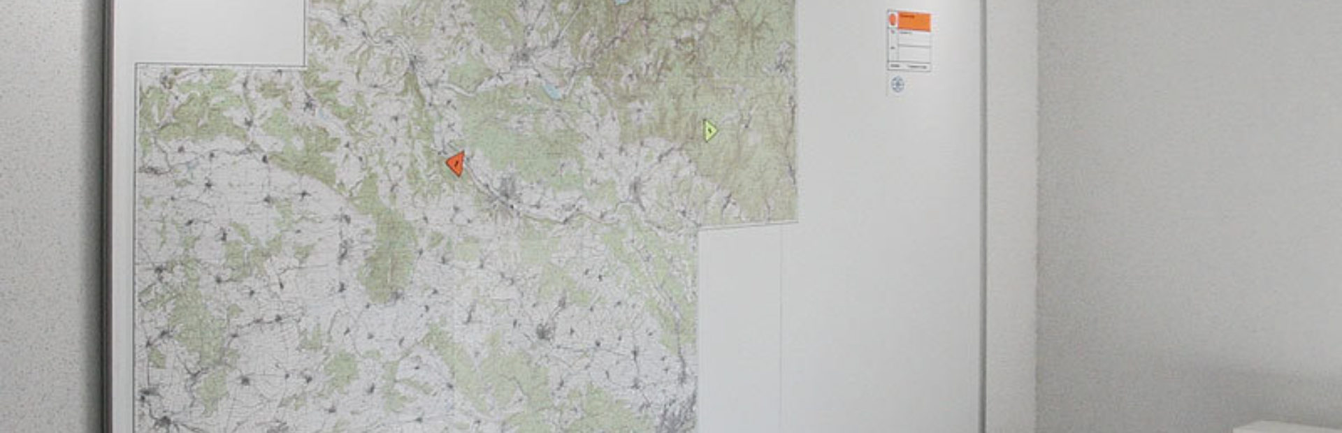 Wandtafel mit Magnetkarte